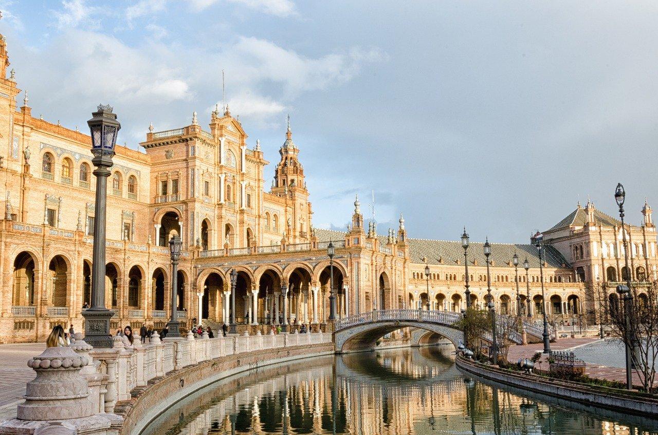 spanje steden featured sevilla pixabay - De top 10 mooiste steden in Spanje (sommige ken je nog niet!)