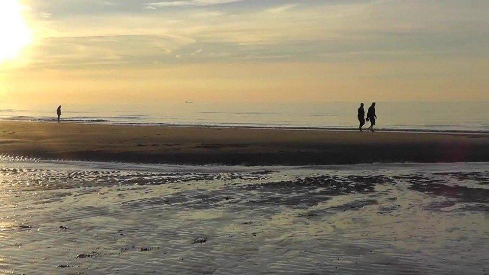 strand zeeland wandelen pixabay - De 21 mooiste stranden van Zeeland voor een dagje zonnen!